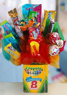 Kid's Candy Bouquet for kinder graduation/award ceremony Gift Bouquet, Candy Bouquet, Sucker Bouquet, Teacher Appreciation Gifts, Teacher Gifts, Craft Gifts, Diy Gifts, Geek Gifts, Just In Case