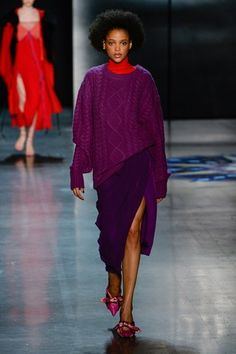 Prabal Gurung Fall 2018 Ready-to-Wear Fashion Show Collection: See the complete Prabal Gurung Fall 2018 Ready-to-Wear collection. Look 4 Vogue Fashion, Look Fashion, New York Fashion, Fashion Week 2018, Autumn Fashion 2018, Knitwear Fashion, Knit Fashion, Prabal Gurung, Fashion Show Collection