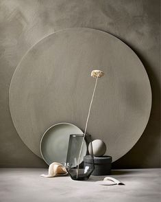 An arrangement of an IKEA PS 2017 vase in gray and a flower, a plate .:separator:An arrangement of an IKEA PS 2017 vase in gray and a flower, a plate . Design Set, Wabi Sabi, Ikea Ps 2017, Carved Wood Wall Art, Art Carved, Prop Styling, Minimalist Living, Minimalist Style, Still Life Photography