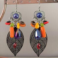 boucles d'oreilles percées avec couleurs vives