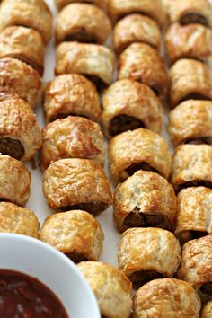 Donna Hay's Sausage Roll recipe should be in every cook's repertoire; they are easy to prepare, mega tasty and are perfect for entertaining guests. Appetizer Recipes, Snack Recipes, Cooking Recipes, Easy Recipes, Donna Hay Recipes, Aussie Food, Tasty, Yummy Food, Sausage Rolls