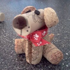 How adorable! A diy wine cork dog. I can't wait to make this cute craft idea! Wine Craft, Wine Cork Crafts, Wine Bottle Crafts, Wine Bottles, Wine Cork Projects, Craft Projects, Craft Ideas, Diy Cork, Wine Cork Art