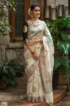 Buy Designer Blouses online, Custom Design Blouses, Ready Made Blouses, Saree Blouse patterns at our online shop House of Blouse from India. Saree Blouse Neck Designs, Saree Blouse Patterns, Indian Bridal Sarees, Indian Beauty Saree, Chanderi Silk Saree, Silk Sarees, Saris, Sari Silk, Lehenga