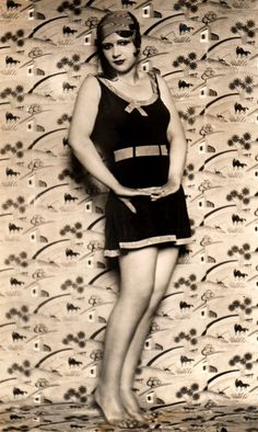 ACT Pretty Girl in Swimsuit Flapper Fashions Beautiful Body Cute Model… Retro Mode, Mode Vintage, Vintage Ladies, Vintage Bathing Suits, Vintage Swimsuits, 1920s Fashion Women, Vintage Fashion, Flapper Style, Bathing Beauties