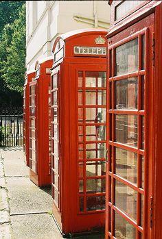 Color Rojo - Red!!!  telefonbox - minderne fra London kommer snigende :)