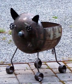 Baby Pig Fire-pit - would be a good planter