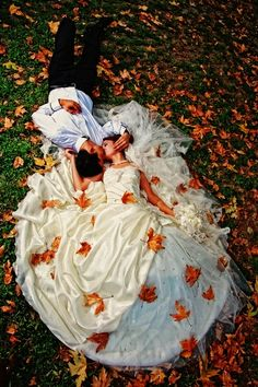 omg need a fall wedding and a big dress after seeing this picture!