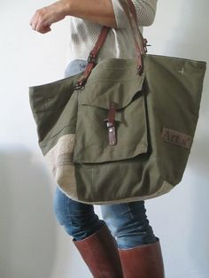 Image of Sac Fourre-Tout zippé { } Big Bags, Cute Bags, Linen Bag, Recycled Denim, Denim Bag, Fabric Bags, Quilted Bag, Mode Style, Handmade Bags