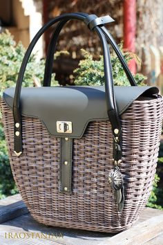 VK is the largest European social network with more than 100 million active users. Rattan, Wicker, Craft Bags, Recycled Crafts, Upcycle, Recycling, Weaving, Basket, Handbags