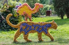 Topiary, Dinosaur Stuffed Animal, Sculptures, Christmas Ornaments, Holiday Decor, Creative, Floral, Garden, Flowers