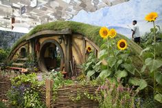 when i build my hobbit hole, I hope it will look something like this one!!!