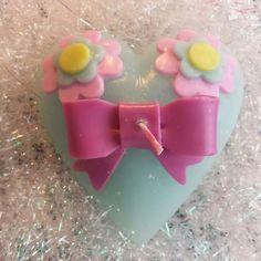 リボンとお花がついた立体的なハート形のガーリーなキャンドルです。 ハンドメイド、手作り、手仕事品の通販・販売・購入ならCreema。