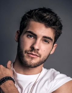 Cody Christian, Beautiful Men Faces, Beautiful Boys, Gorgeous Men, Pretty Little Liars, Mike Montgomery, Meninos Teen Wolf, Professional Haircut, Teen Wolf Boys