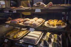 Hakasen leipomo Tampereen ytimessä tarjoilee tuoreet leivonnaiset herkkusuille. #tampere #rakastampere #leipomo #hakasenleipomo #kakku #leivos Bread, Food, Historia, Brot, Essen, Baking, Meals, Breads, Buns