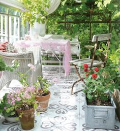 dreaming of a sunny patio in leafy surrounds
