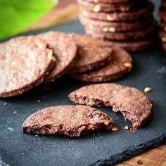 バターなし ドライフルーツのチョコクッキー Sweets Recipes, Cookie Recipes, Healthy Recipes, Desserts, Pie Dish, Food And Drink, Salad, Cookies, Chocolate
