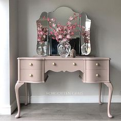 This gorgeous piece by Forgotten Gems is inspiration to paint something blush this week! Love the color combination, mirror, legs, and knobs! Refurbished Furniture, Repurposed Furniture, Furniture Makeover, Painted Furniture, Diy Furniture, Furniture Design, Dressing Room Decor, Dressing Room Design, Vintage Dressing Tables