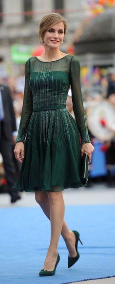 Letizia apuesta por el verde en la entrega de los Premios Príncipes de Asturi...