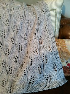 Ravelry: Project Gallery for Leafy Baby Blanket pattern by Leyla Alieva