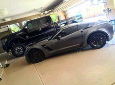 Yksi autokaupan autoista. Ja värimaailma