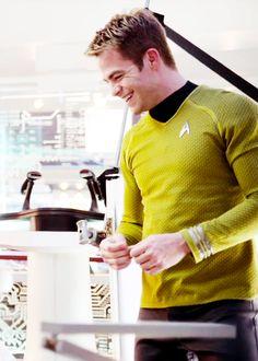 """Star Trek: 2009 ~ the """"new"""" Captain Kirk, Chris Pine"""
