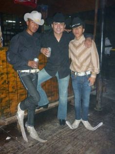 Amigos, those are some interesting shoes