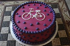 For Tara...maybe other colors like orange and lime green and white Bicycle Cake, Bike Cakes, Bicycle Party, Cake Decorating Tips, Cookie Decorating, Bicycle Birthday Parties, Buttercream Bakery, Bike Food, Cupcakes