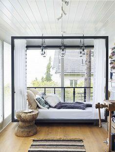 Een mix van brocante, industriële en vintage elementen zorgt voor een romantische look Roomed | roomed.nl