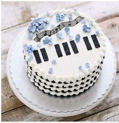 Repost ivenoven You are like my favorite song Music Themed Cakes, Music Cakes, Music Birthday Cakes, Buttercream Cake Designs, Buttercream Flower Cake, Bolo Musical, Piano Cakes, Dessert Decoration, Partys