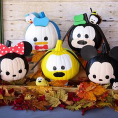 We all know Tsum Tsums are cute, but this takes it to the next level! With a few tins of paint and some card, you can create these ADORABLE Tsum Tsum pumpkins.
