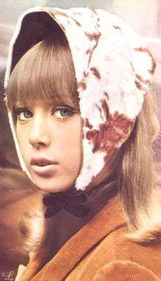 Pattie Boyd -- rabbit fur scarf, I had black, all white and blackandwhite, they were sooo warm and soft. Eric Clapton, George Harrison Pattie Boyd, Divas, Vintage Outfits, Vintage Fashion, Vintage Clothing, Vintage Style, Sixties Fashion, Bold Fashion