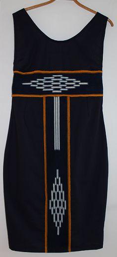 Model i blå med ivorianske baner