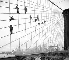 old-historic-photos-68__605. Pintando a ponte de Brooklyn, 1914.