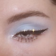 Would you like to try some bold eye makeup to inspire yourself to change your life? Eye makeup has always been at the forefront of fashion. Eye make up Bold Eye Makeup Ideas You Should Try Bold Eye Makeup, Makeup Eye Looks, Cute Makeup, Pretty Makeup, Skin Makeup, Green Makeup, Gorgeous Makeup, Cheap Makeup, Beauty Makeup