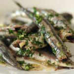 un antipasto o secondo di pesce rapido da preparare e molto gustoso. Scopri come cucinare le acciughe al verde su Sale&Pepe.