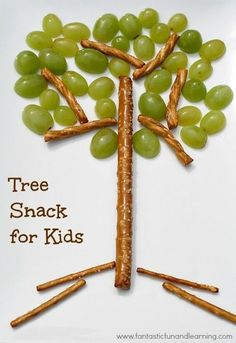 Tree Snack for Kids.Kids can have fun creating their own healthy snack and learn about the parts of a tree, too! Selected for my Healthy Kid-Approved Snacks Board, sponsored by Del Monte Toddler Meals, Kids Meals, Cute Food, Good Food, Yummy Food, Kreative Snacks, Deco Fruit, The Giving Tree, Snacks Saludables