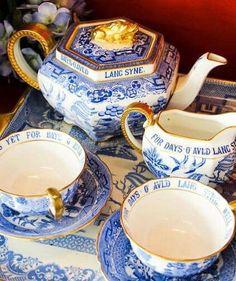 ღღ Blue and white vintage tea set Tea Sets Vintage, Vintage Dishes, Vintage China, Café Chocolate, Ivy House, Julia's House, Willow Pattern, Teapots And Cups, Blue And White China