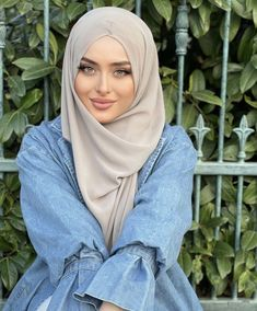 Muslim Women, Hijab Fashion, Headscarves, Clothes For Women, Pretty, Outfits, Beautiful, Nice Asses, Outerwear Women