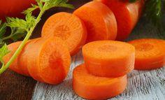 Морковно-белковая маска - мелконатертая морковь,  яичный белок, кукурузный крахмал 1 столовая ложка, лимонный сок 1 чайная ложка - всё смешать, немного разбавить кипячёной водой, нанести на лицо на 10 минут. Маску можно при желании нанести на область шеи и декольте, если там присутствуют высыпания