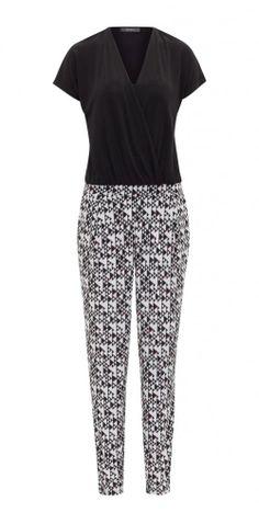 Zwart-witte jumpsuit - € 79,99 - Esprit via Flair.be (http://www.flair.be/nl/mode/276184/jump-for-joy-in-deze-11-jumpsuits)