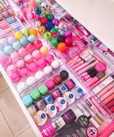 Super makeup room ideas diy make up tips ideas Makeup Storage, Makeup Organization, Makeup Drawer, Cosmetic Storage, Office Organization, Organization Ideas For Bedrooms, Perfume Organization, Makeup Collection Storage, Medicine Organization