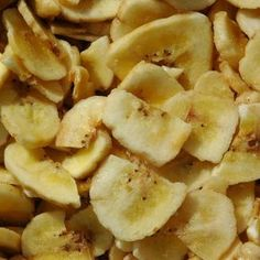 How to Make Banana Chips With a Food Dehydrator is part of Dehydrator recipes Rich in potassium, vitamin A and B, bananas are a terrific food, both fresh and dried Bananas are healthy and have medi - Dehydrated Banana Chips, Dehydrated Food, Dried Banana Chips, Canning Recipes, Raw Food Recipes, Snack Recipes, Canning Tips, Brunch Recipes, Dried Bananas