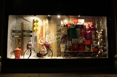 best-window-displays_selfridges_christmas_2012_not-your-usual-christmas_22