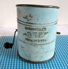 Antique Bromwell's Bee Tin Kitchen Flour Sifter in Old Robin's Egg Blue Paint Vintage Kitchenware, Vintage Tins, Vintage Love, Vintage Antiques, Vintage Stuff, Primitive Kitchen, Old Kitchen, 1920s Kitchen, Kitchen Stuff