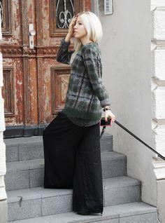 Wide Legs + Tartan Knit #tartan #check #karo #knit #knitwear #widelegs #andotherstories #lightblonde #fashionblogger #fall #fallinspiration #look #style #streetstyle #street