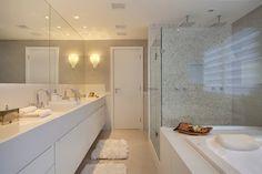 Residência Santa Monica Jardins VL: Banheiros modernos por ANGELA MEZA ARQUITETURA & INTERIORES