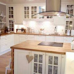 Ikea Kitchen, Home Decor Kitchen, Kitchen Interior, Kitchen Cabinets, Modern Farmhouse Kitchens, Home Kitchens, Country Kitchens, Family Kitchen, Cuisines Design