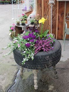 20 Fabulous Art DIY Garden Projects for This Spring - Flower tire planter Cheap Raised Garden Beds, Raised Bed Garden Design, Raised Beds, Tire Planters, Garden Planters, Cheap Planters, Recycled Planters, Indoor Planters, Modern Planters