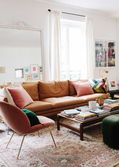 A leather sofa instantly has a cozy, comforting feel to it. It helps that with time and use, a brown leather couch will grow with character and get comfier. Living Room Interior, Living Room Furniture, Living Room Decor, Furniture Decor, Living Rooms, Interior Livingroom, Vintage Furniture, Painted Furniture, Furniture Design