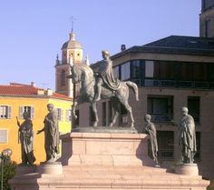#Ajaccio - Place de Gaulle #Napoleon #statues